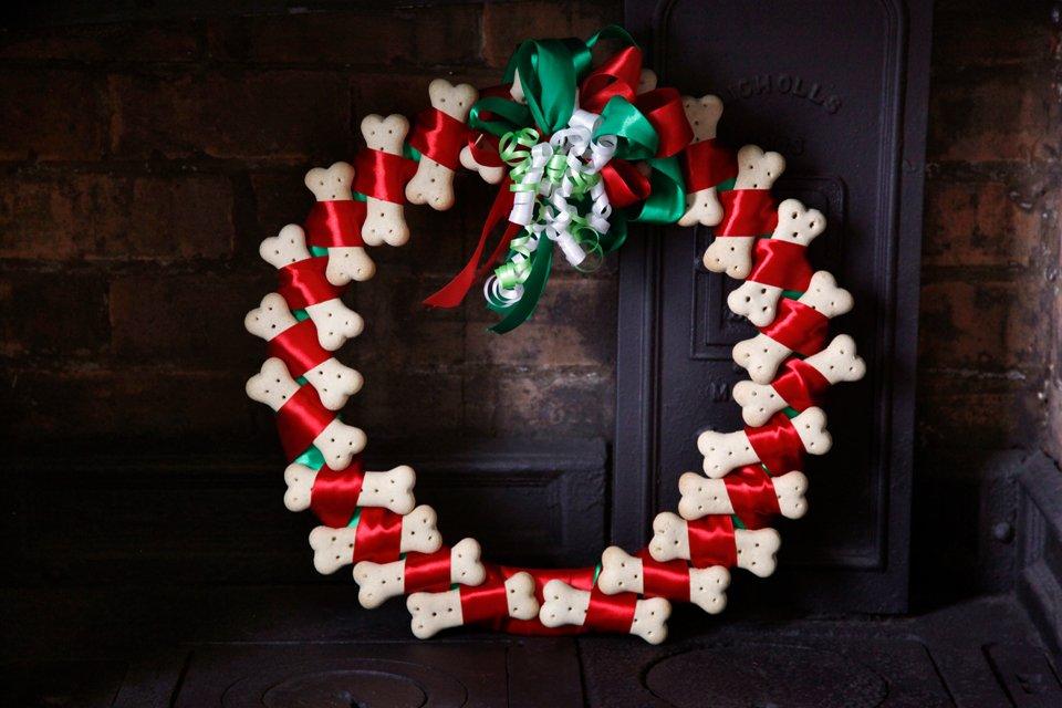 DIY dog bone treat Christmas wreath