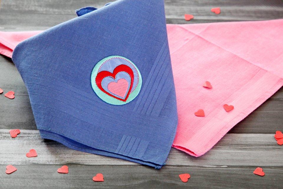 Easy DIY iron-on embellished no-sew dog bandana
