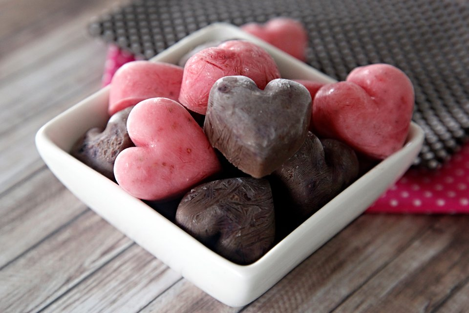 Homemade strawberry and carob frozen yogurt dog treats