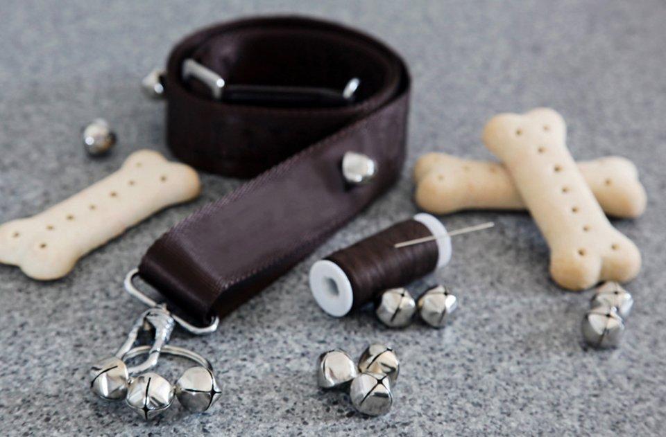 DIY doggy doorbells for puppy toilet training