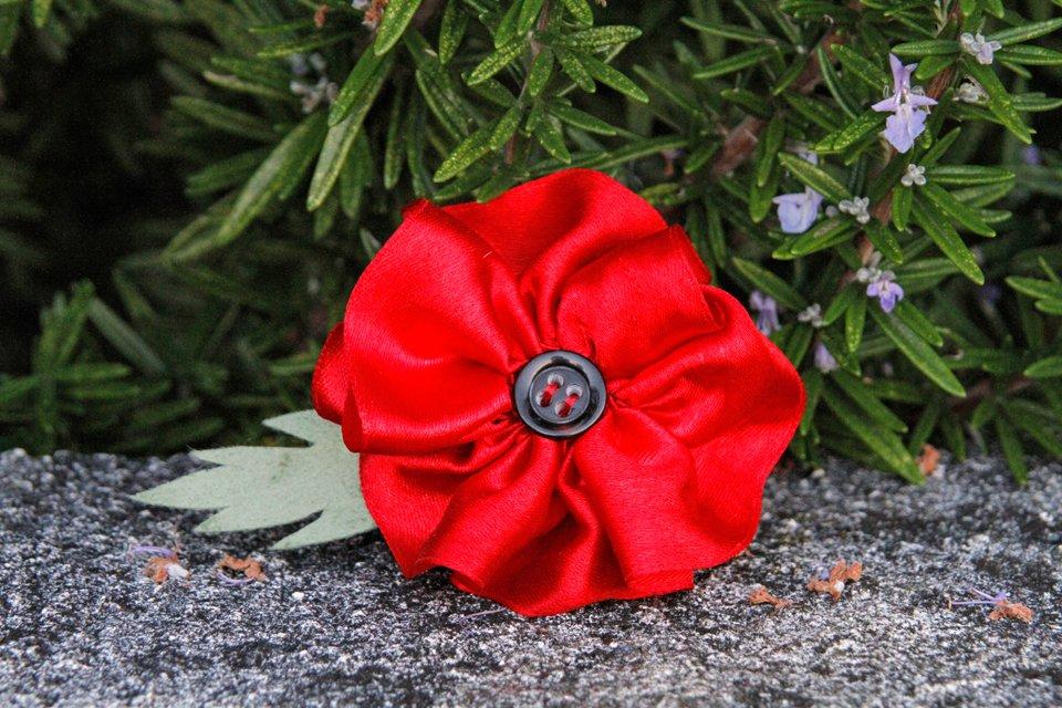 DIY gathered ribbon poppy