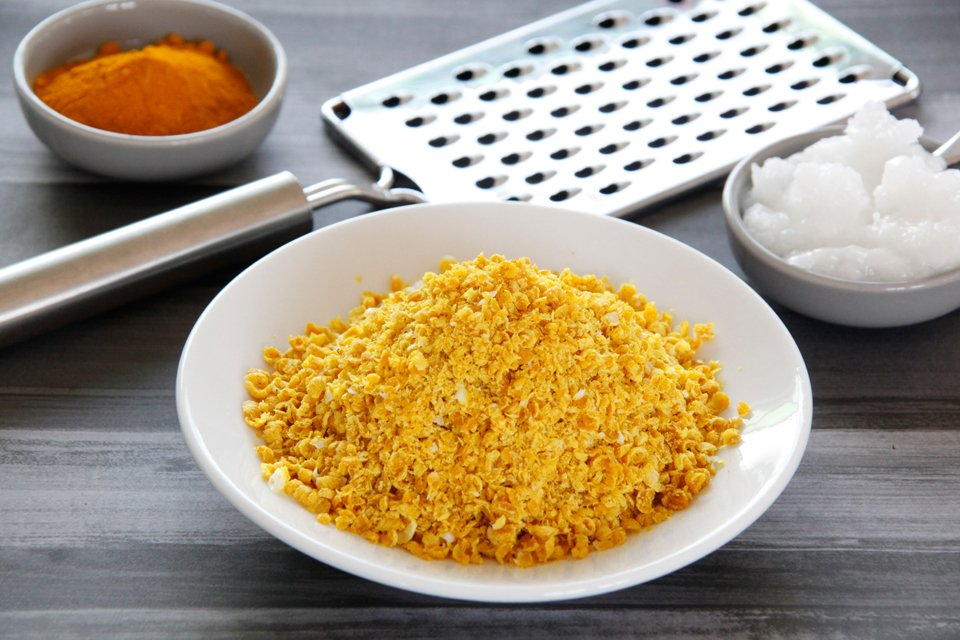DIY Turmeric and Coconut Oil Sprinkles for Dogs