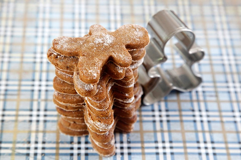 Peanut butter and molasses gingerbread dog treat recipe