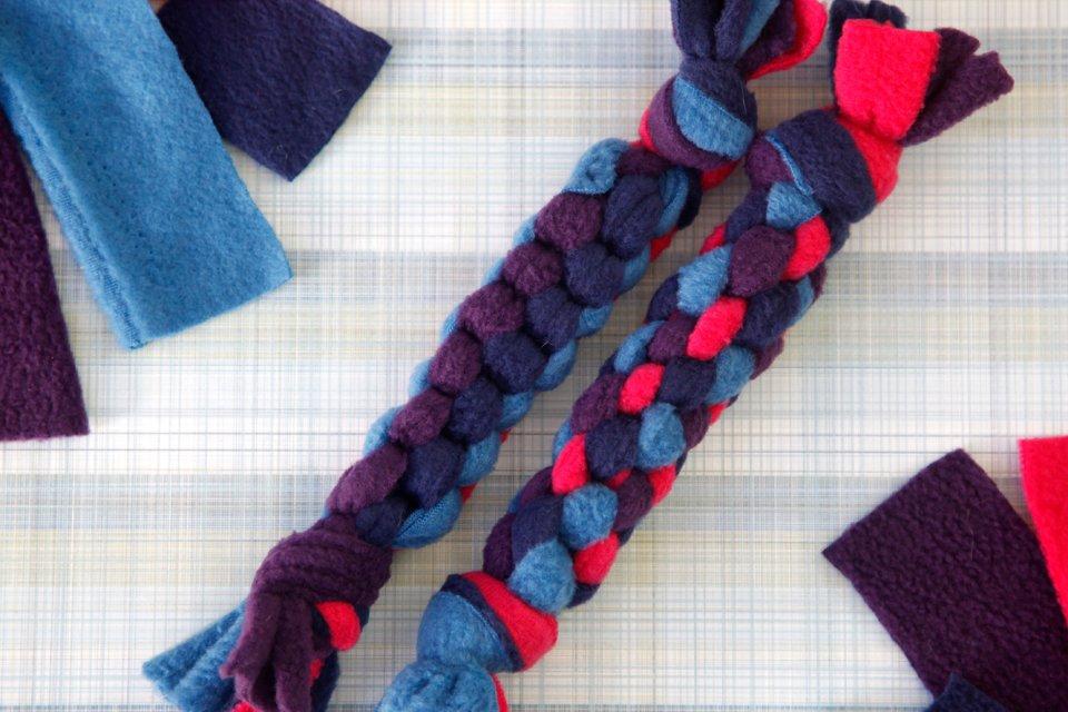 Square box knot vs. round spiral DIY fleece dog tug toys