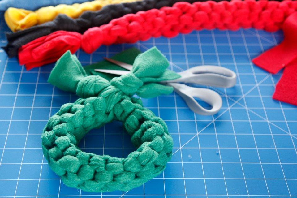 Simple closed loop DIY woven fleece dog tug toy