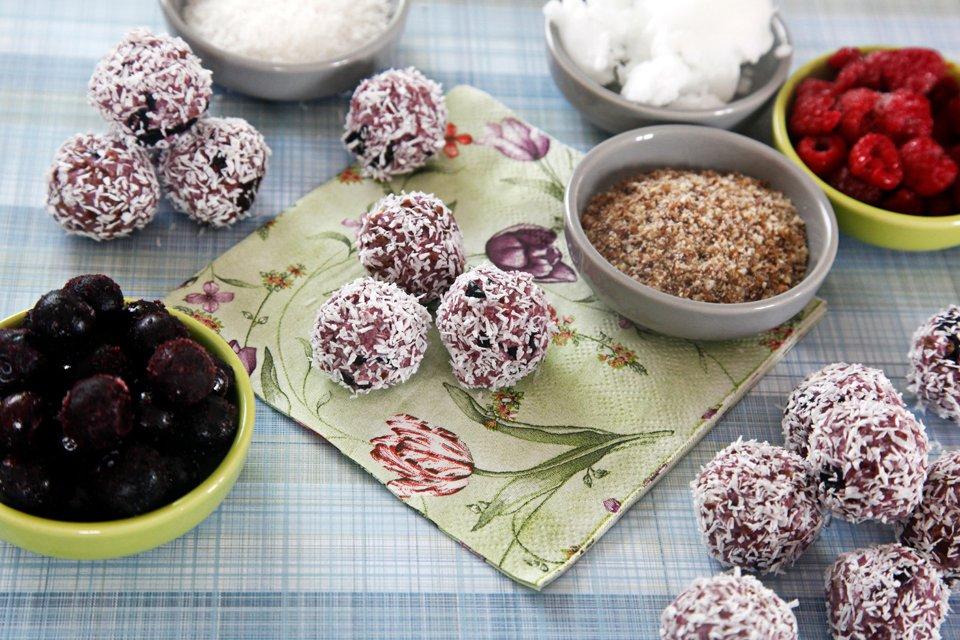 Homemade no-bake bliss ball berry truffle dog treats