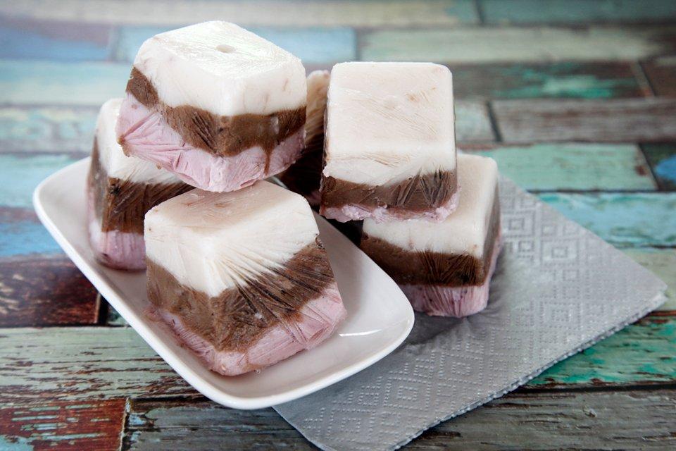 Neapolitan frozen yogurt dog treat recipe