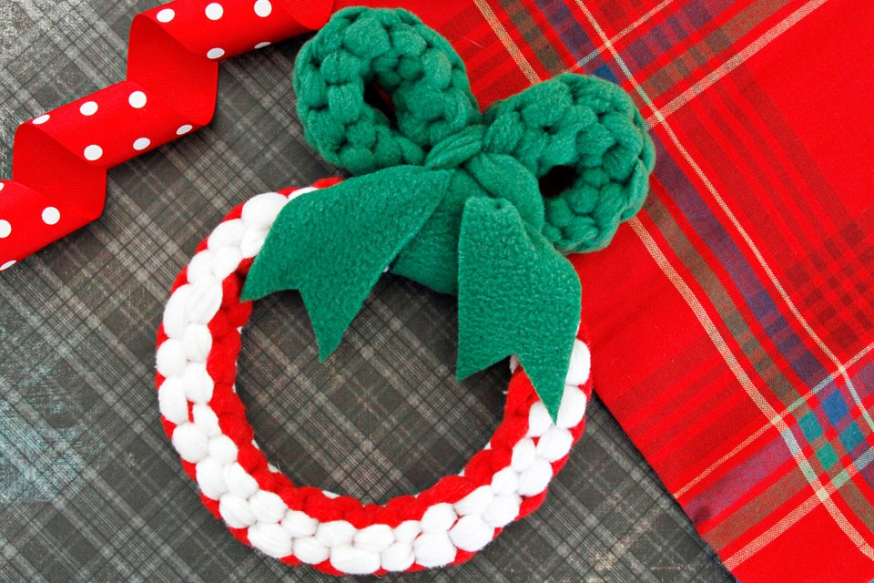 DIY woven fleece Christmas wreath dog tug toy