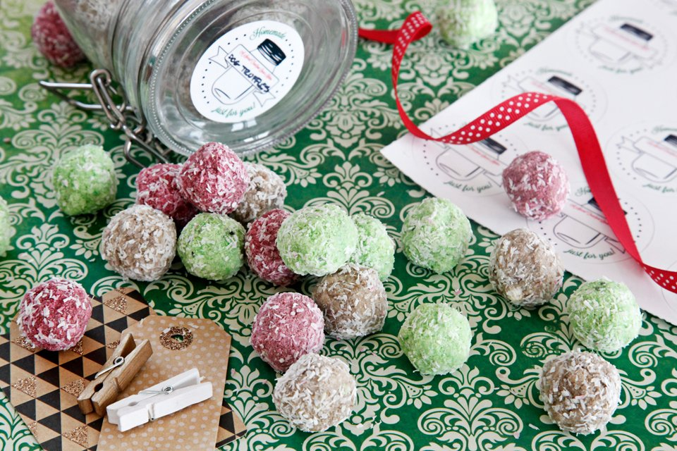 Homemade fruit snowball Christmas truffle dog treats