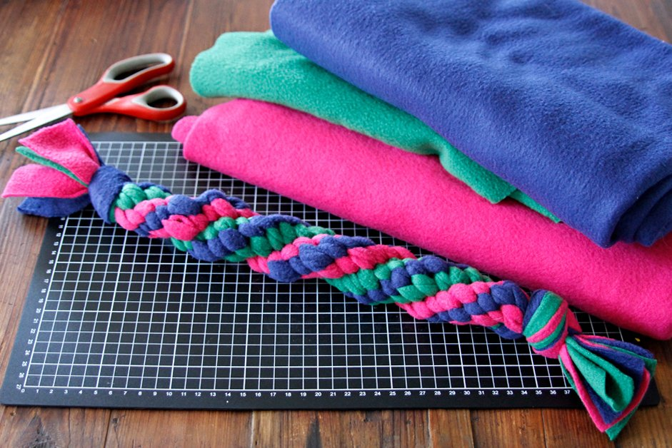 DIY twisted double spiral woven fleece dog tug toy