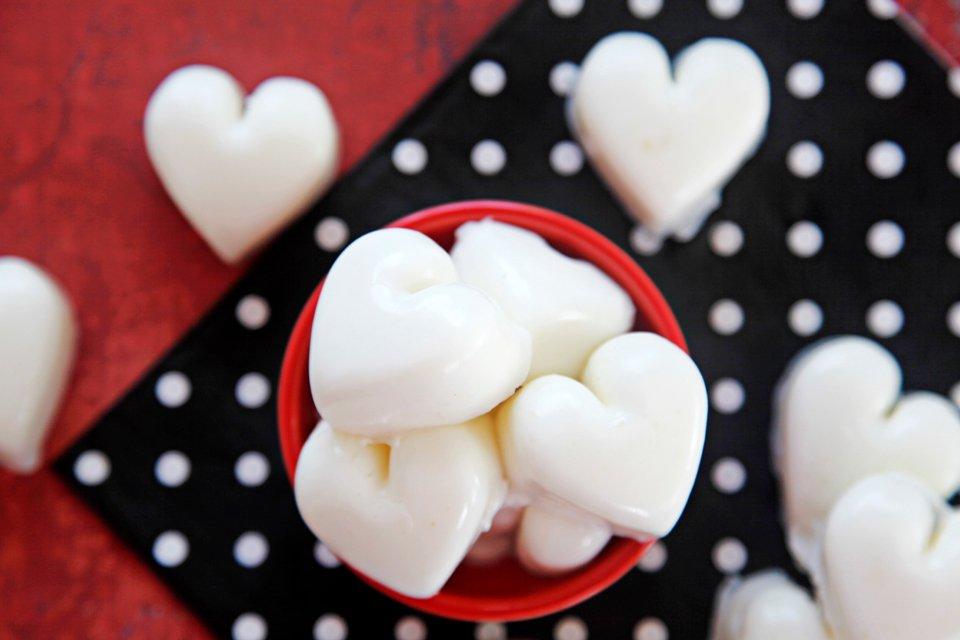 Heart shaped yogurt gelatin gummy dog treats