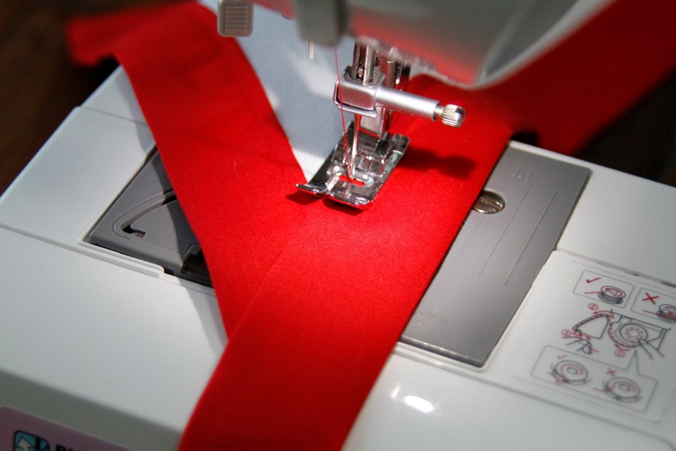 Sewing a dog bandana with binding trim edges and neck ties