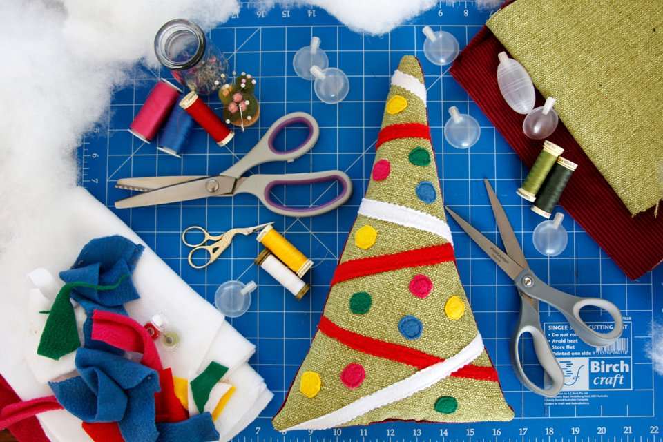 Sewing materials for making a Christmas tree dog toy with stuffing and squeakers