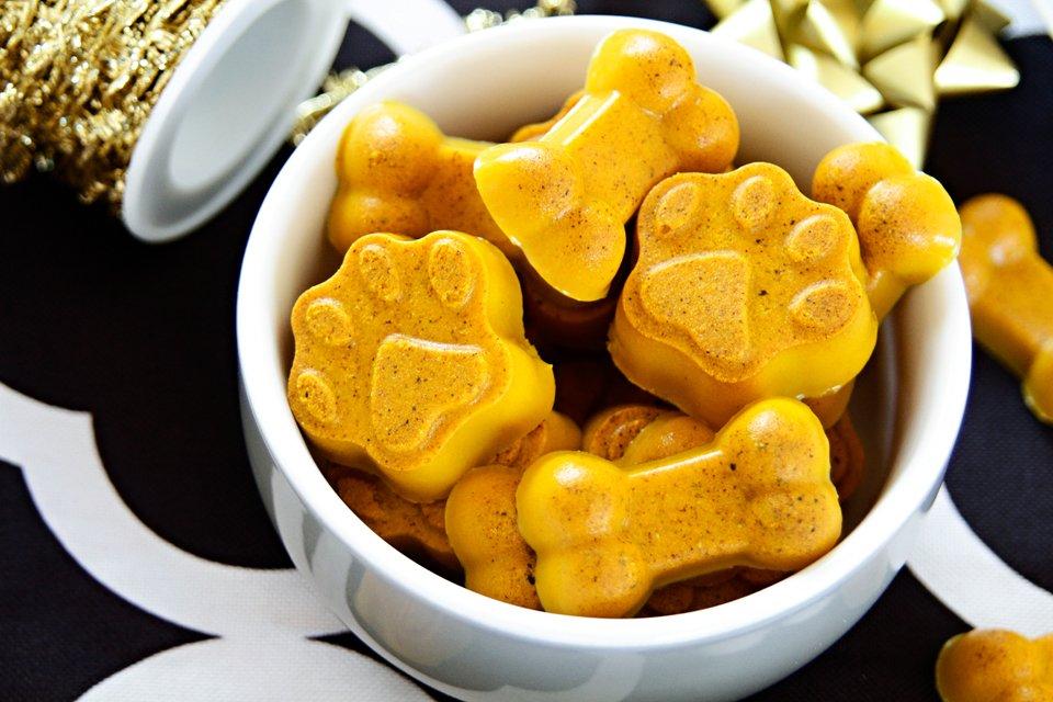 Golden turmeric and coconut milk gelatin gummy dog treat