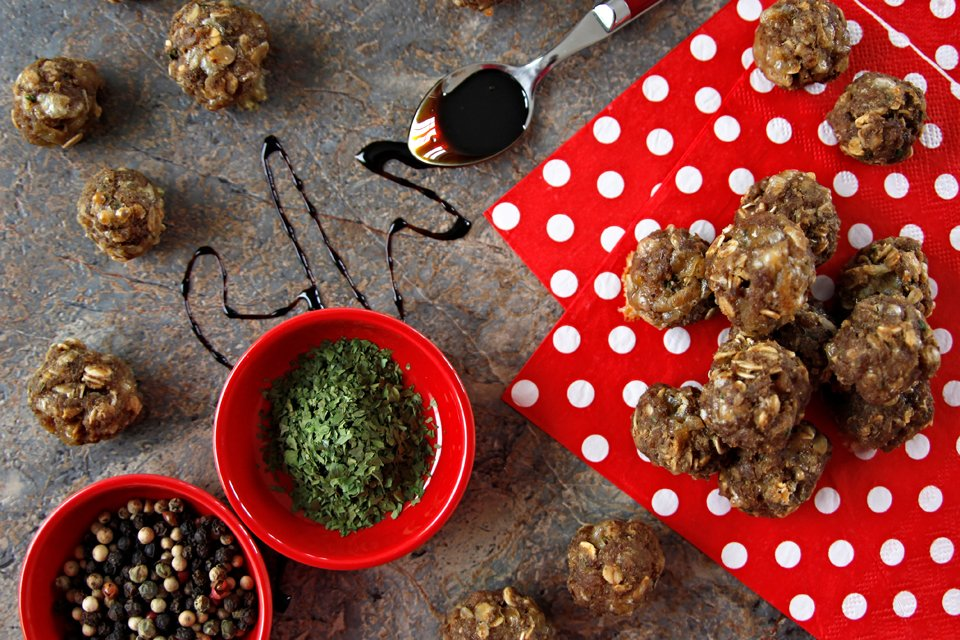 Recipe for barbeque inspired seasoned homemade meatball dog treats