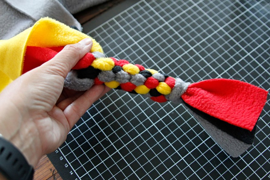 Weaving error pattern problems in DIY dog tug toy