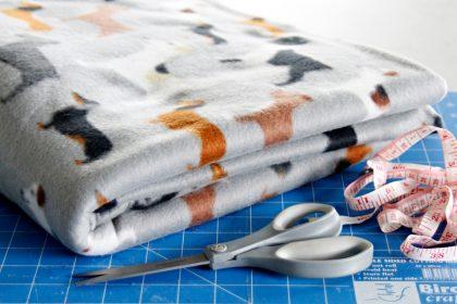 DIY easy no-sew fleece dog blanket