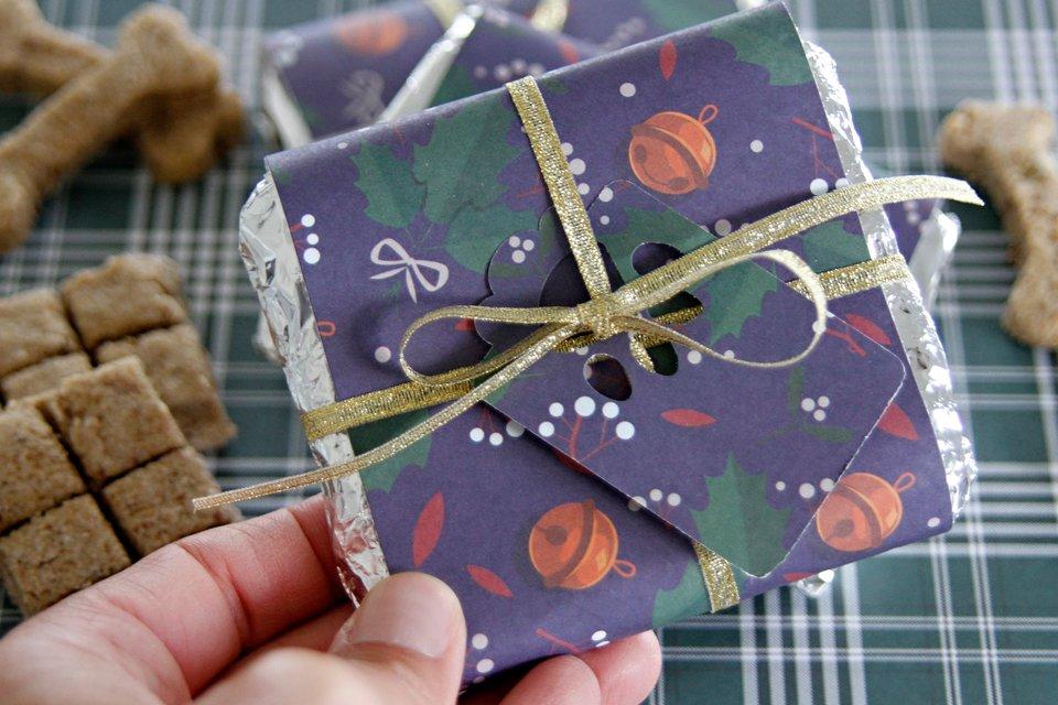 Homemade Christmas Dog Treat Bars and DIY Wrappers