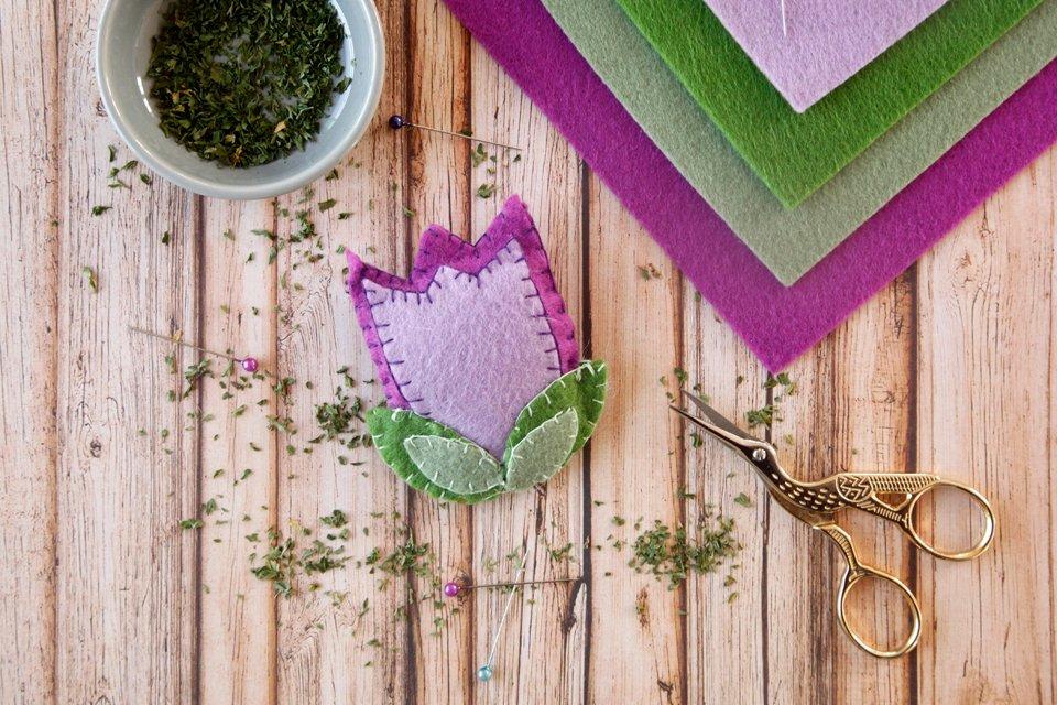 DIY spring tulip cat toy made from felt