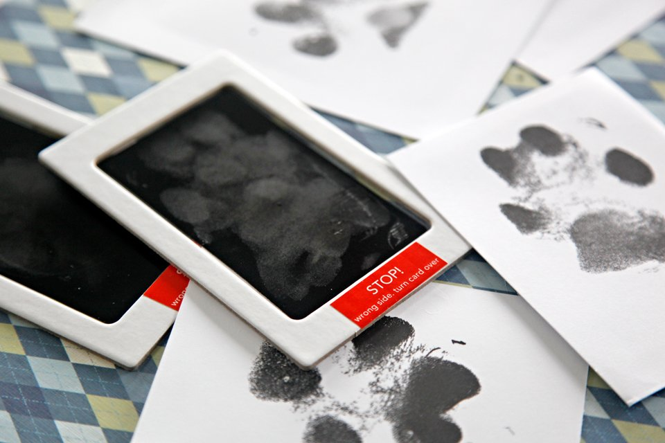 Using a baby hand/foot print touchless ink kit for no mess dog paw prints