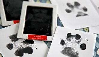 Easy mess free DIY ink dog paw prints